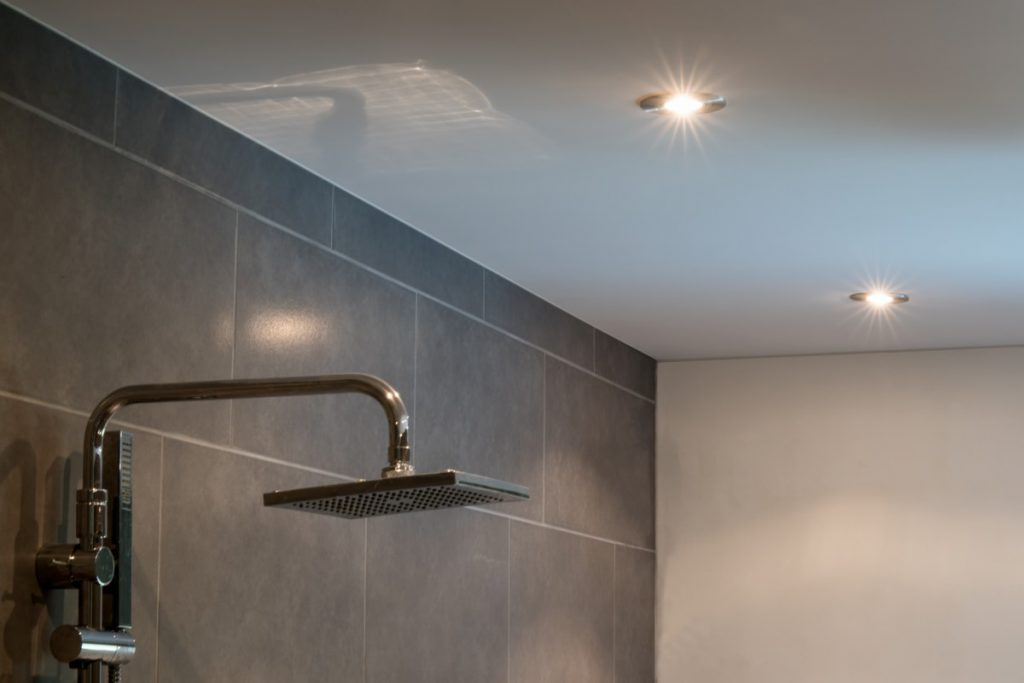 Spanplafond in badkamer - Hovaspan Spanplafonds